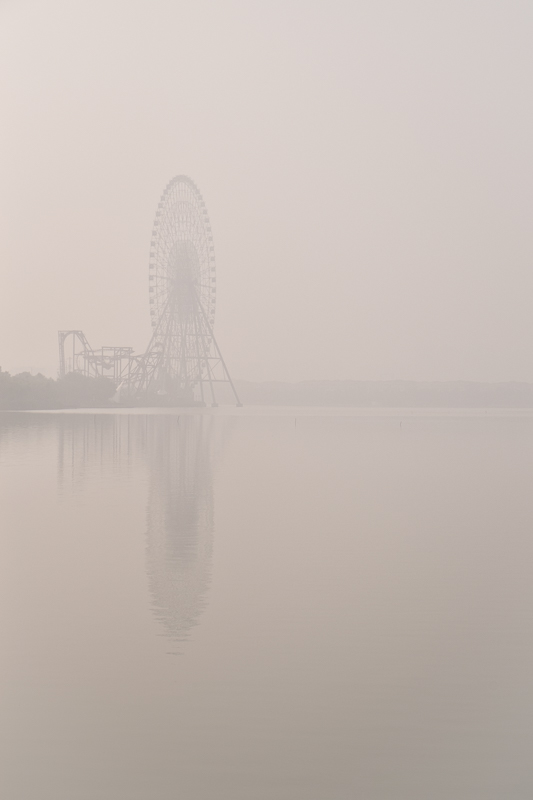 Jinji Lake ferris wheel obscured by smog